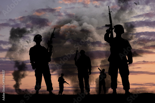 Foto op Canvas Jacht Silhouettes of military soldiers with guns