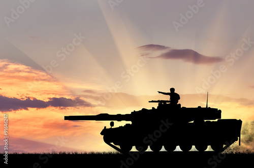 Obraz na plátne  Silhouette of a tank with a soldier