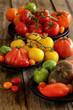 assortiment de tomates sur fond bois 6