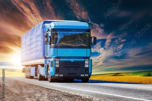 Zdjęcie XXL Niebieska ciężarówka na autostradzie