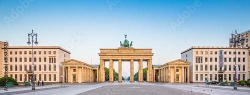 Poster Berlin Brandenburger Tor at Pariser Platz at sunrise, Berlin, Germany