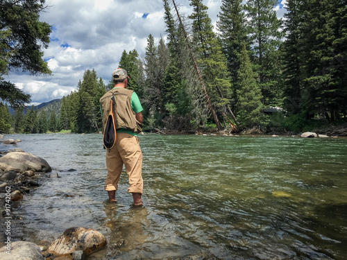 Tuinposter Vissen Fly fishing the Gallatin River