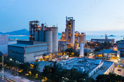 Photo  Cement factory exposed in the night