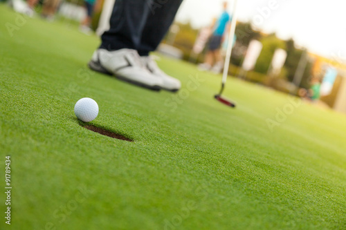 Papiers peints Golf Golf player at the putting green