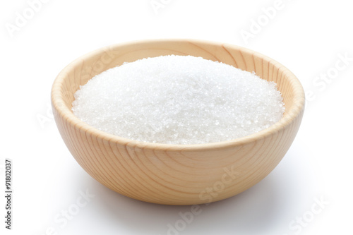 Fotografía white sugar in a wooden bowl