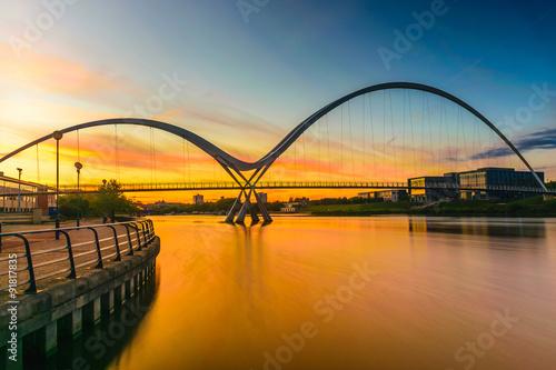 Foto auf Gartenposter Nordlicht Infinity Bridge at sunset In Stockton-on-Tees, UK
