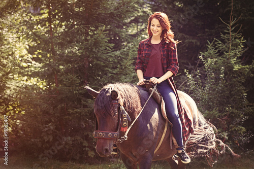 Photo  Redhead girl with horse