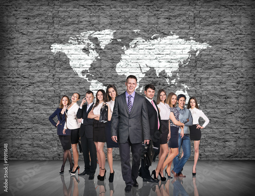 Photo  Business people stand on the big map background