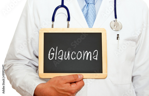 Fotografía  Glaucoma - Doctor with chalkboard