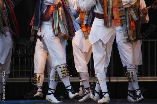 La pose en embrasure Carnaval Dantza