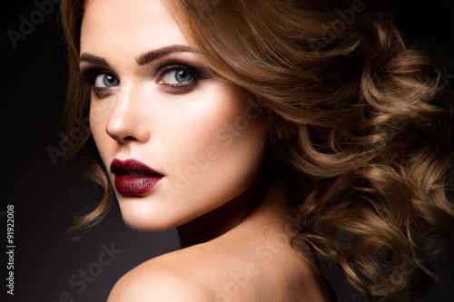 Spoed Foto op Canvas Beauty Close-up portrait of beautiful woman with bright make-up