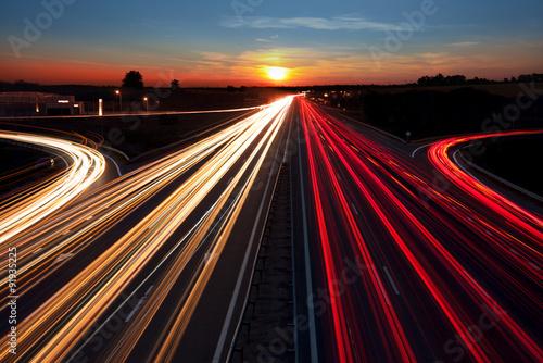 Fotografía Speed Traffic light trails on highway at sundown time, long