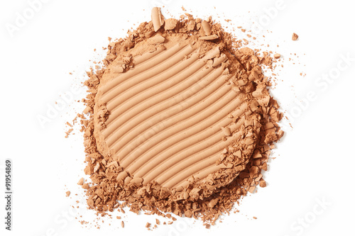 Fotografía  Brown blush crushed cosmetic on white background
