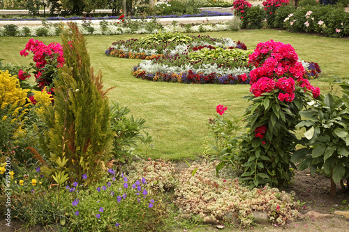 Papiers peints Jardin Flowerbed in St. Nicholas Monastery. Pereslavl-Zalessky. Yaroslavl Oblast. Russia