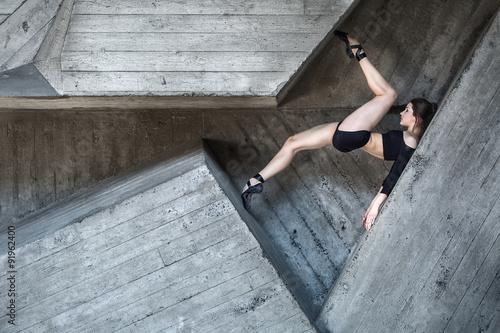 Flexible dancer posing Canvas-taulu