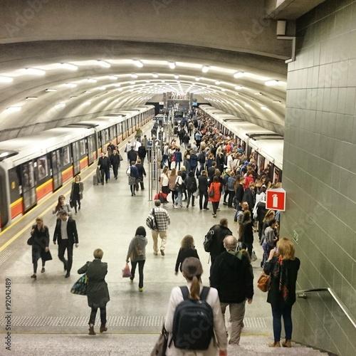 Foto auf AluDibond Bahnhof Metro