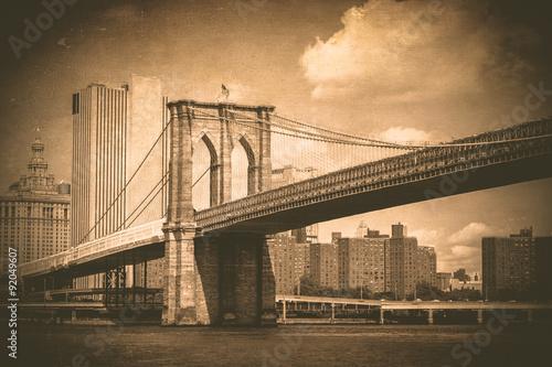 Naklejka premium Historyczny most brooklyński z efektem vintage tekstury