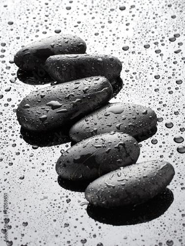 czarne-kamienie