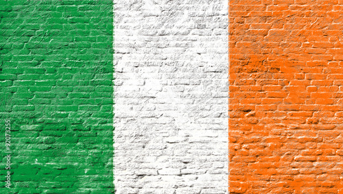 irlandia-flaga-narodowa-na-scianie-z-cegly