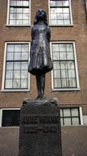 Anne Frank Statue In Amsterdam, Niederlande.