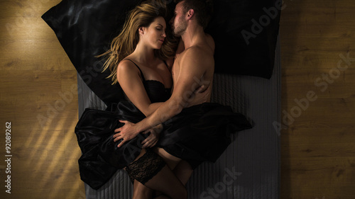 Obraz na płótnie Para przytulanie po seksie