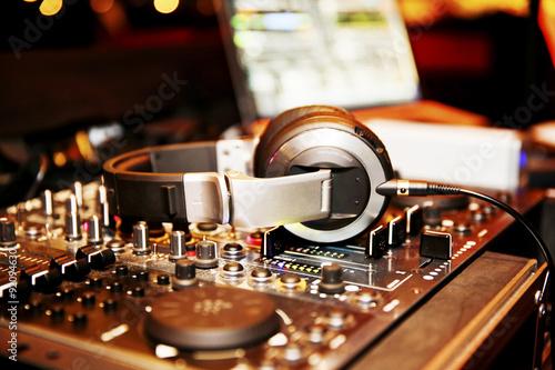 Fotografie, Obraz  Mischpult eines DJ, DJ pult