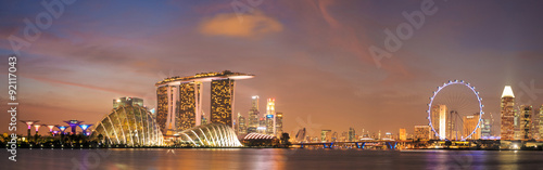 Photo  Over around of Singapore cityscape in twilight scene.