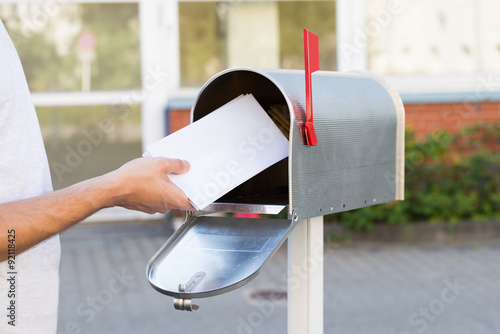 Fotografía Person Putting Letters In Mailbox