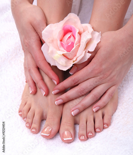 Photo sur Aluminium Pedicure Closeup photo of a beautiful female feet with red pedicure