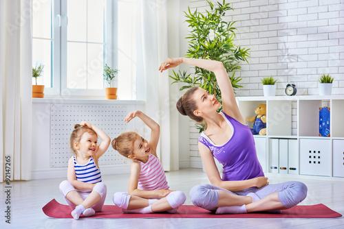 Staande foto School de yoga practice yoga