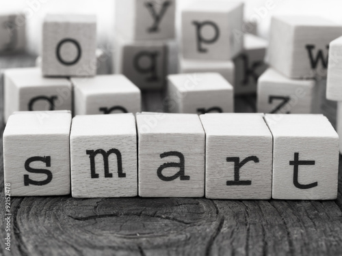 Fotografía  Smart word made of wooden letters