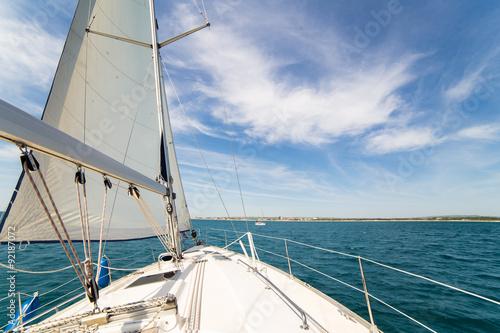 Fotografia  Yatch sail and desk