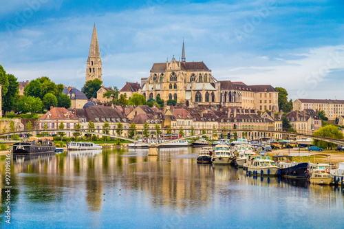 Obraz Historic town of Auxerre with Yonne river, Burgundy, France - fototapety do salonu