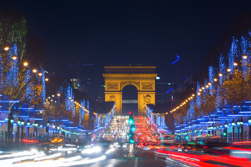 Fototapeta Miasto nocą Avenue des Champs-Elysees with Christmas lighting leading up to the Arc de Triomphe in Paris, France