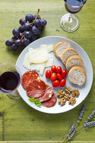 Keuken foto achterwand Picknick appetizer and red wine. pecorino, parmesan cheese, fresh bread,