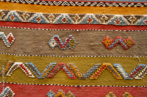 détail tapis dans un souk de Marrakech