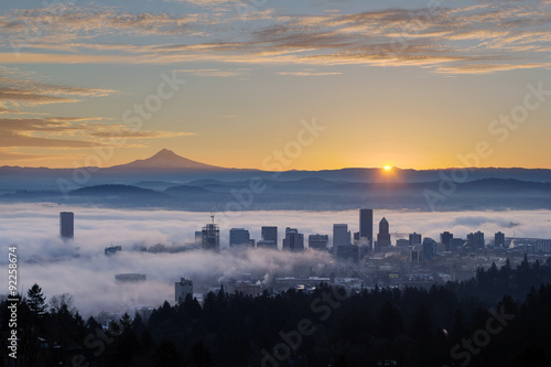 Fototapeta Sunrise over Foggy Portland Cityscape with Mt Hood obraz