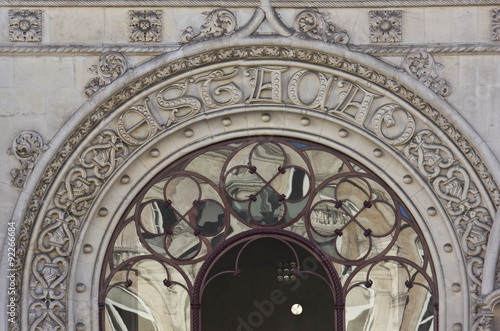 Foto auf AluDibond Bahnhof Close up detail of Rossio Station gateway entrance in Lisbon, Portugal