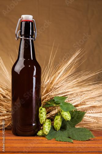 butelka-piwa-i-klosy-jeczmienia