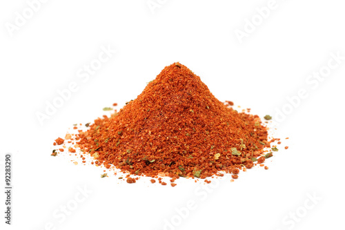 Papiers peints Herbe, epice a handful of chopped red spices on a white background