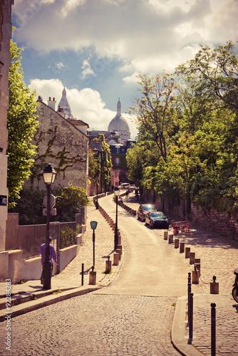 Foto auf Leinwand Schmale Gasse Rue de l'Abreuvoir, Montmarte, Paris,