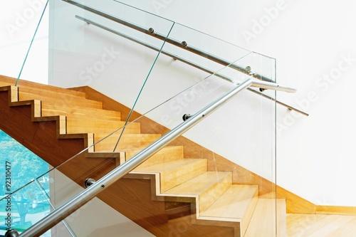 Montage in der Fensternische Treppe Modern interior with wooden stairs