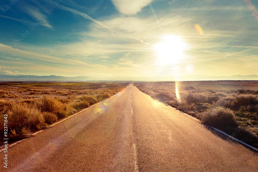 Fototapety, obrazy: Concepto de viaje en coche y aventuras.Paisaje y atardecer.Carreteras del mundo hacia el destino