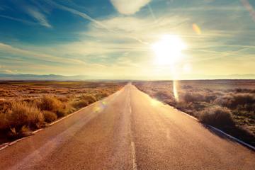 Fototapeta Concepto de viaje en coche y aventuras.Paisaje y atardecer.Carreteras del mundo hacia el destino