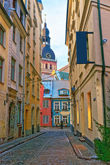 Obraz na Szkle Uliczki Narrow streets in the capital of Latvia