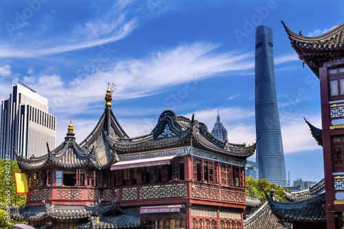 Spoed Foto op Canvas Shanghai Shanghai China Old and New Shanghai Tower and Yuyuan Garden