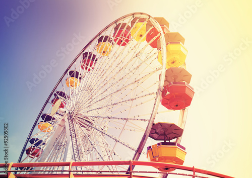 Poster Attraction parc Old film retro style picture of a ferris wheel in an amusement park.