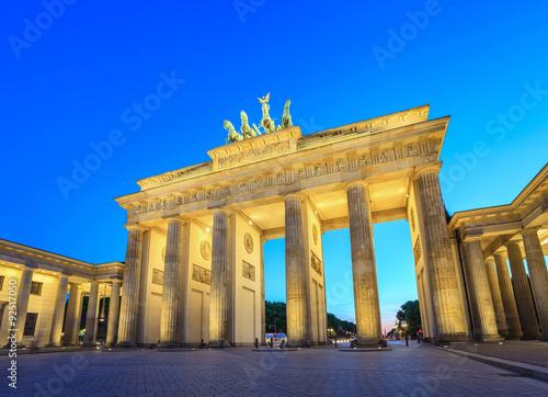 Fotografie, Obraz  Braniborská brána v noci - Berlín - Německo