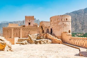 Utvrda Nakhal u regiji Al Batinah u Omanu. Smješteno je oko 120 km zapadno od Muscata, glavnog grada Omana, a poznato je kao Qalʿa Nakhal ili Husn Al Heem.