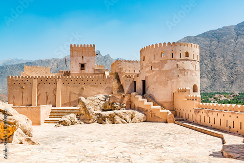Poster de jardin Fortification Nakhal Fort in the Al Batinah Region of Oman. It is located about 120 km to the west of Muscat, the capital of Oman and is known as Qalʿa Nakhal or Husn Al Heem.